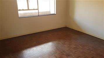 Observatory near Chinatown and Eastgate massive flat to rent for R5500
