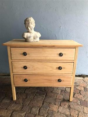 Vibtage Oak Chest of Drawers