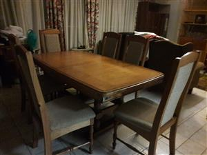 6 to 8 seater diningroom table