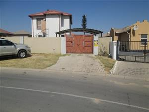 Three Bedrooms Family Home For Rent in Blue Hill Ext 15 (African View)