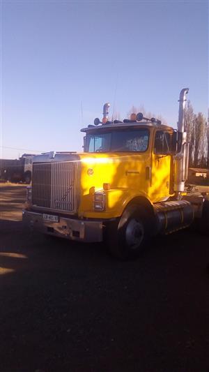 Truck tractor 6 x 4