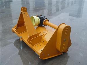 We are using standard wood chipper side feeding bucket. More efficient and reliable design compared with a simple feeding tube.