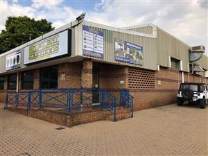 HENNOPS PARK: FREE STANDING BUILDING! FACTORY / WAREHOUSE TO LET IN CENTURION!