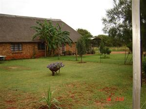 2 bedr.house thatch roof,on plot, only email for more info to view at mariusvdm@hotmail.com