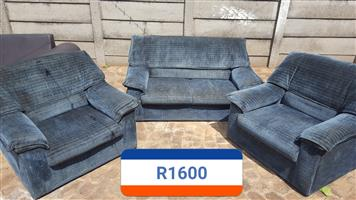 R1600 lounge suite