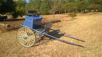 ANTIQUE HORSE DRAWN COACHES FOR THE PERFECT WEDDING .