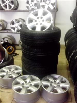 17 inch Toyota hilux rims with 265/65/17 brand new Dunlop tyres R9000 set.