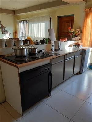 Rooms to rent in communial house in Bloubosrand