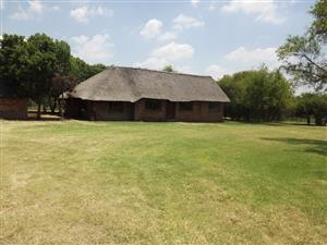 Smallholding with House, Outbuildings For Sale in Downburn, Pretoria,  9 ha