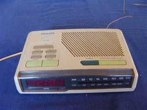 MAKE ME AN OFFER - Philips AM-FM Digital RETRO Alarm clock