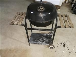 Webber braaier with grid and cover
