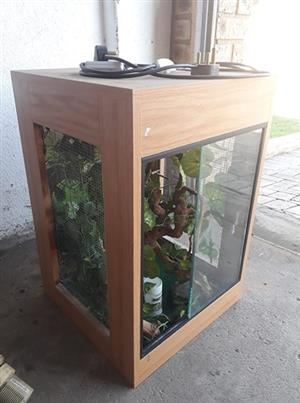 Reptile cage with all accessories