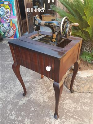 Antique Singer Sewing Machine with Cabinet (545x445x770)