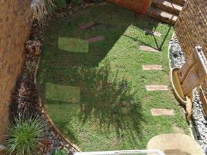 2 Bedroom Apartment in Die Hoewes with a Garden