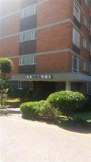 Neat 2.5 bedroom apartment. Close to shops and schools. Available immediately!!!! ELARDUSPARK