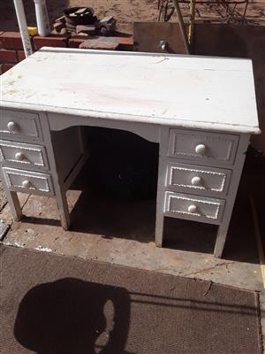 Beautifull Wooden Desk