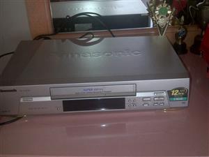 VIDEO MACHINE (VCR)  - PANASONIC