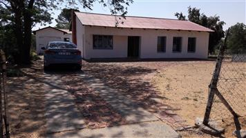 R265000 3 Bedroom 1.5 Bathroom 1 Garage 1 Outsite Room