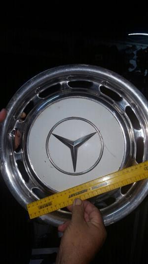 Mercedes Benz hub cap