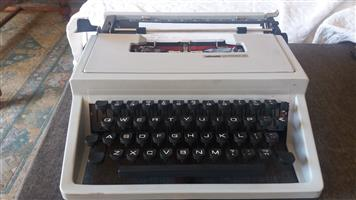 Olivetti 31 manual portable typewriter