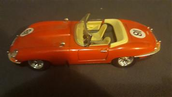 Jaguar E Type 1:18