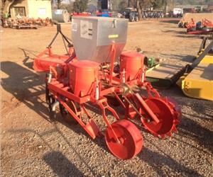 S3160 Red BPI 2 Row Maize Planter Pre-Owned Implement