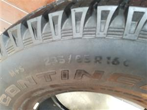 One Brand New 265/85/16c Continental Cross Contact AT tyre fits Defender R1000