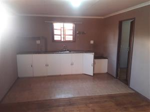 2 Bedr free standing Log Cabin Garden Flat to rent in Old Bergtuin PTA Moot between Waverley and Lynn East