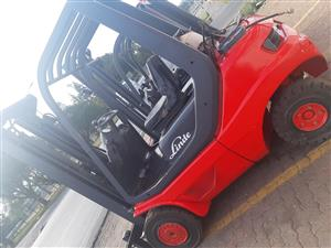 LINDE GAS & DIESEL 2.5 TON FORKLIFTS FOR SALE