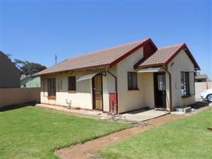 Orlando 2bedroomed house to rent for R3500