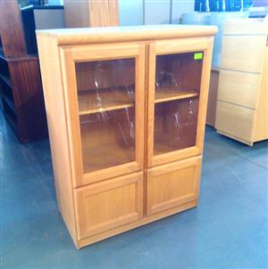 Glass door solid dr cabinet oak