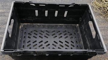 Solid plastic crates for sale - 100 Available (Good condition)