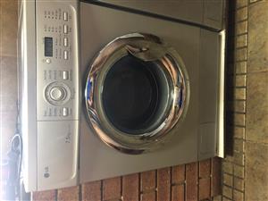 LG Intellowasher 7.5Kg Front Loader Washing Machine.
