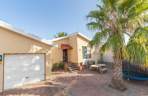 Townhouse For Sale in St Dumas