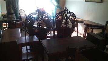verskeie antieke meubels