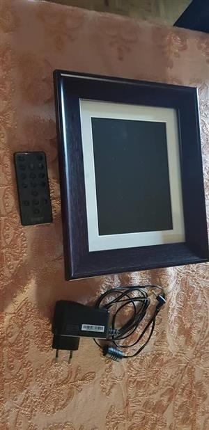 Digital photo frame with charger