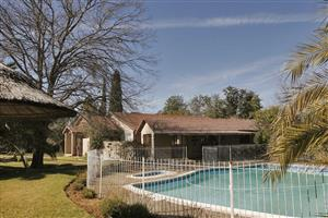 Upper Naudeville - large double erf - house flat - pool and borehole - near Naudeville Primary & Commando Superette Jan Cilliers