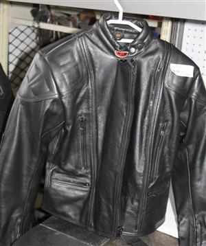 Rox black leather jacket S032901A #Rosettenvillepawnshop