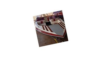 Viking sprinter boat with 140  Yamaha Engine plus 2 sets of wooden ski's trailor on the road .. licence up to date