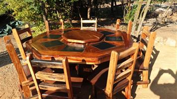 8 kant tafel en stoele / 8 corner table and chairs