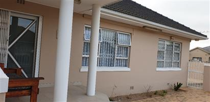 4 Bedroom House For Sale in Parow Valley
