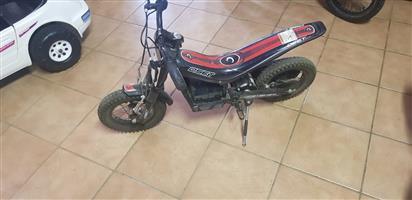 Oset 12.5 motorcross battery operated bike