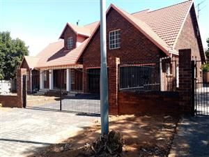 A spacious private 2 bedroom COTTAGE in Fleurhof Old houses fully fitted is available to LET