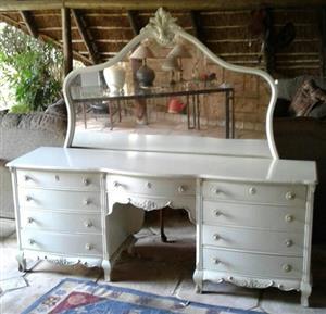 Side dresser with mirror