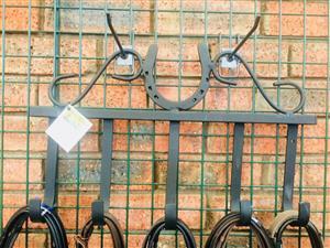 Horseshoe bridle hooks