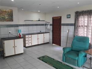2 bedroomed granny flat with sea view in Hibberdene