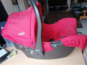 JOIE PRAM & CARRY COT