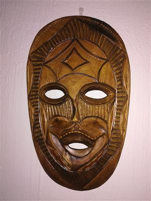 8 African Masks and 14 Statues/Collectables