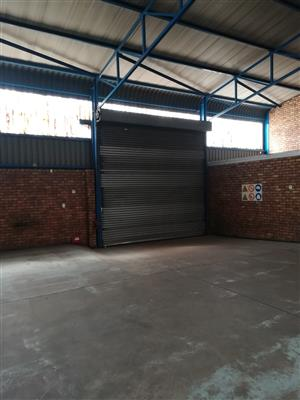 500m2 warehouse to let in Jet Park