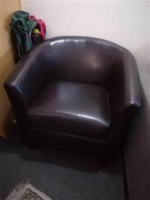 Coricraft U style synthetic leather in excellent condition. Not genuine leather.